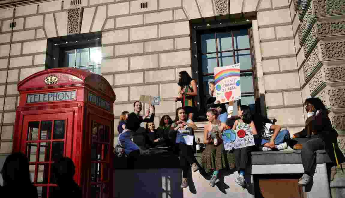 """GB: des milliers d'écoliers en """"grève"""" pour le climat"""