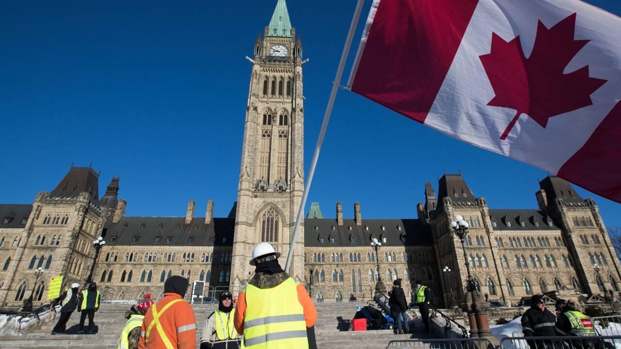 """Manifestations de """"gilets jaunes"""" devant le Parlement canadien"""