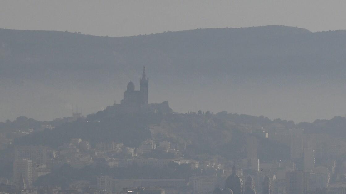 """Greenpeace cible Marseille, """"lanterne rouge"""" en termes de solutions de mobilité"""