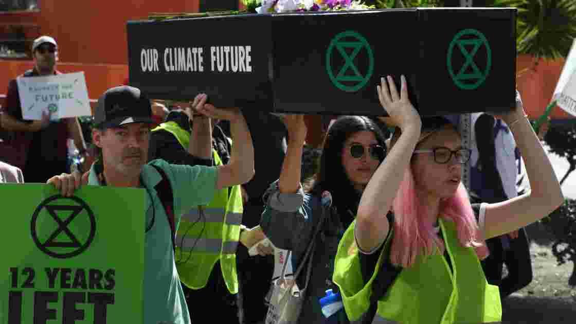 Inaction climatique : des militants prônent la désobéissance civile