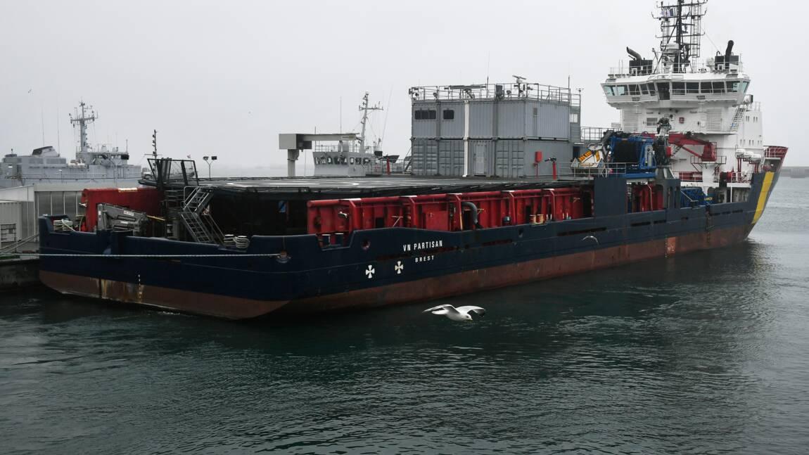 """""""Grande America"""": des opérations antipollution dans une mer agitée"""