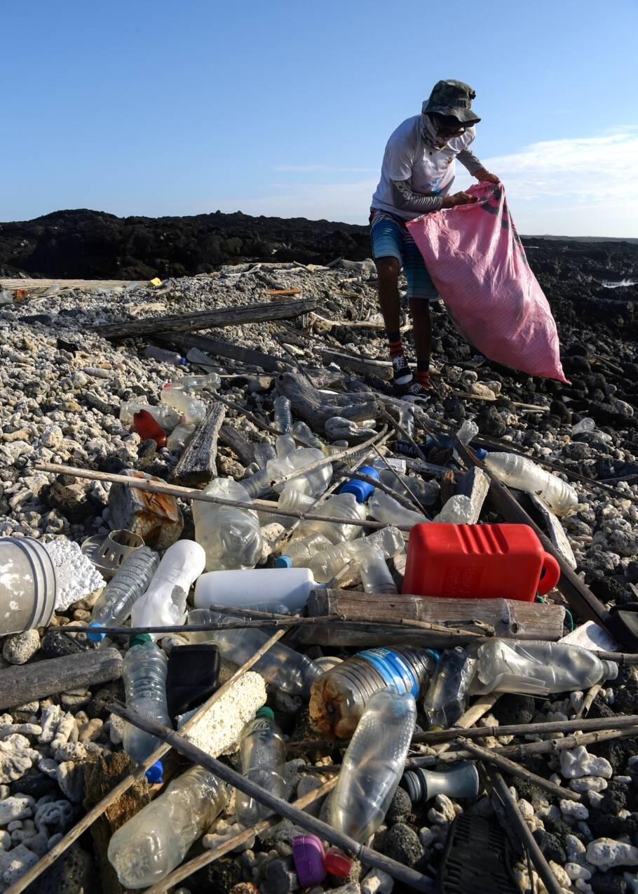 Un monstre au paradis, le plastique menace toute vie aux Galapagos