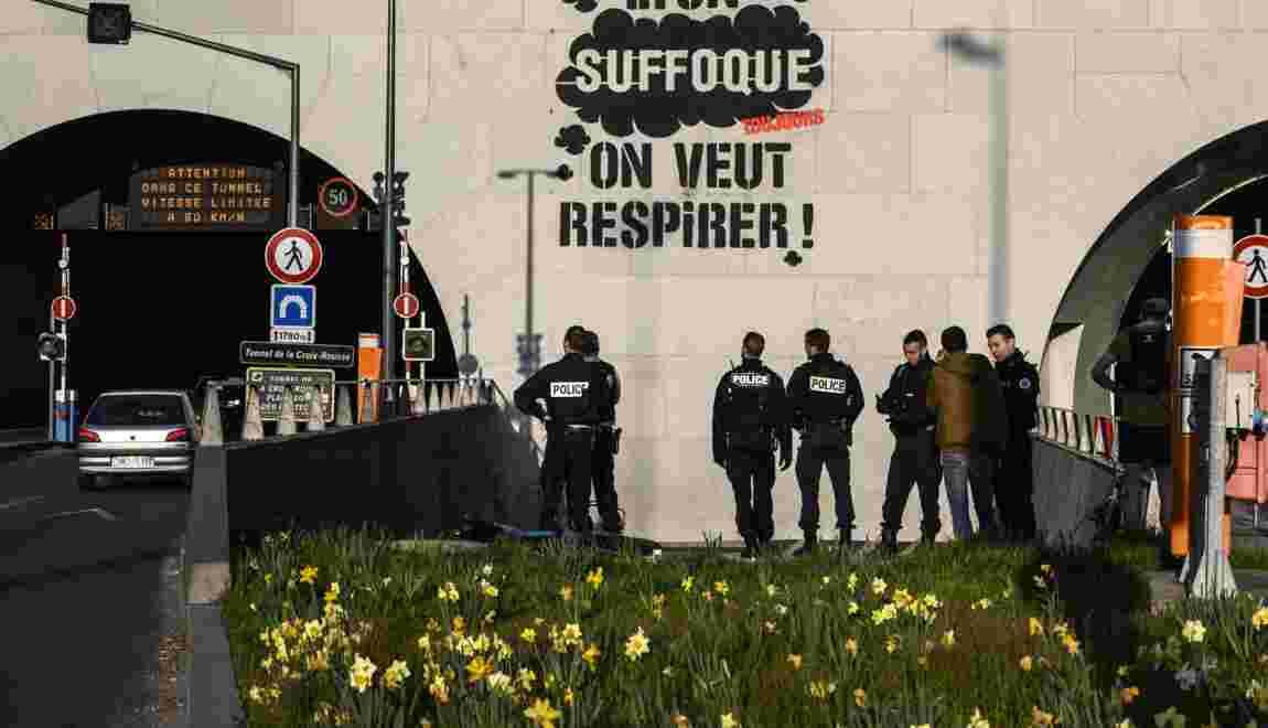 Lyon: Greenpeace somme les élus d'agir pour le climat sur un graffiti géant