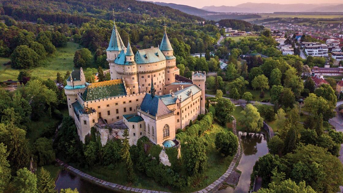 Du Royaume-Uni à l'Iran, à la découverte des châteaux les plus impressionnants au monde