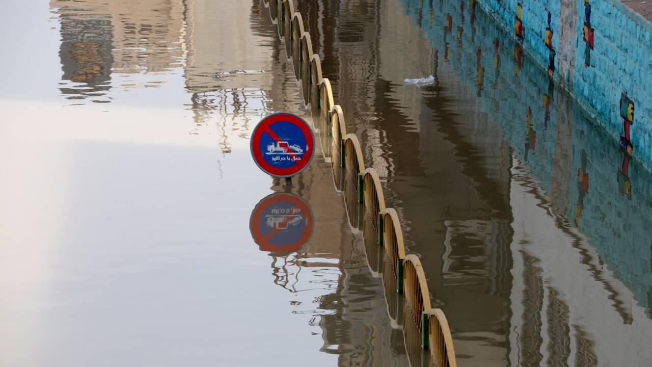 Dans le sud-ouest de l'Iran, la solidarité des habitants face aux inondations