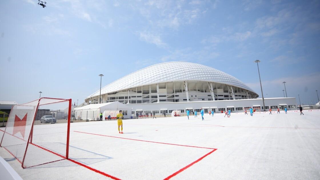 La Russie inaugure un terrain de foot fabriqué à partir de 50.000 gobelets en plastique recyclés