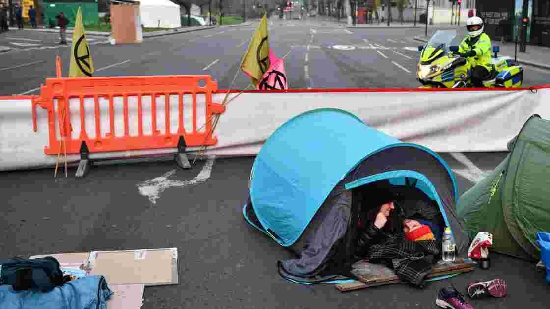"""Près de 300 arrestations à Londres après des blocages """"écologiques"""""""