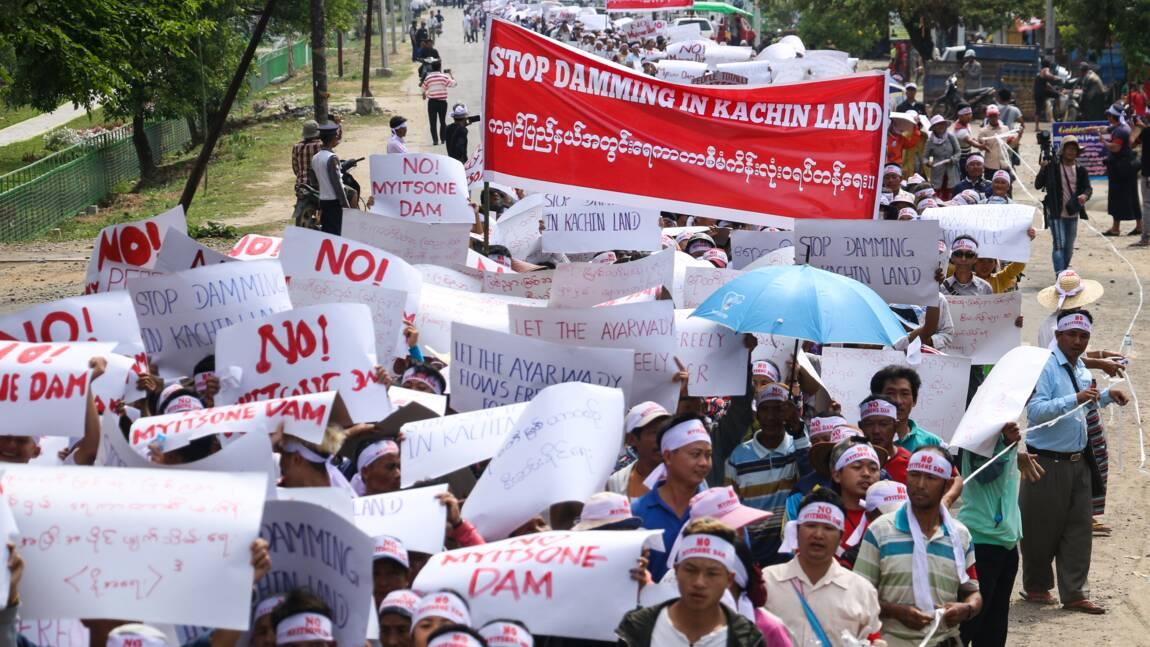 Birmanie: des milliers de manifestants protestent contre un projet de barrage soutenu par la Chine