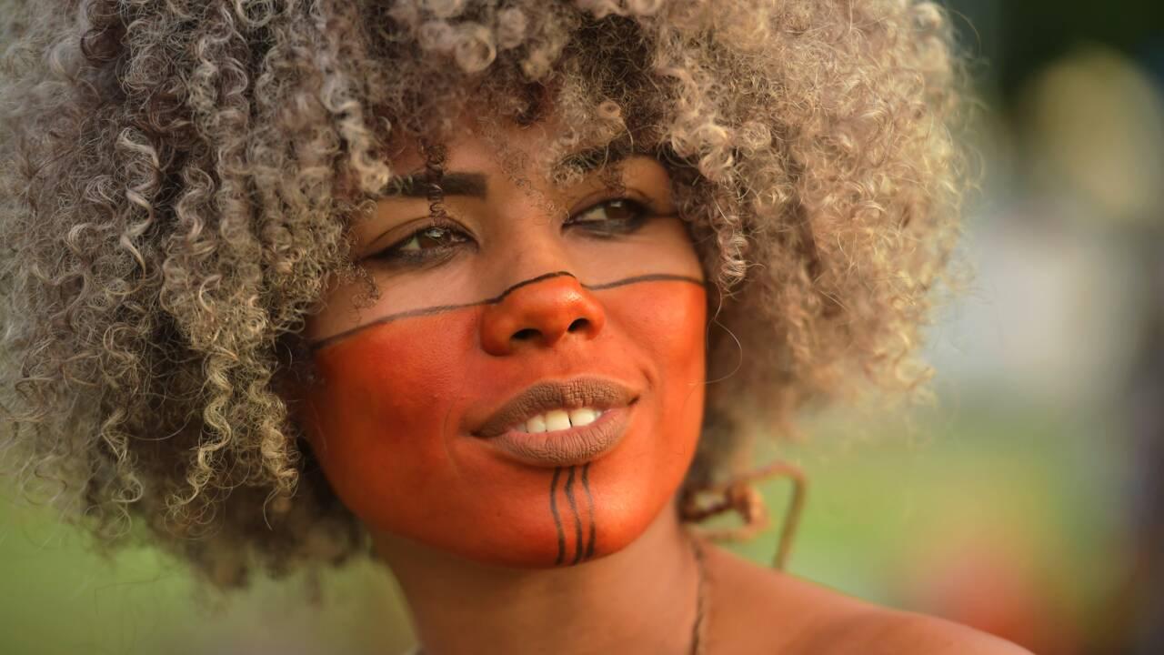 Brésil: des milliers d'indigènes revendiquent leurs droits à Brasilia