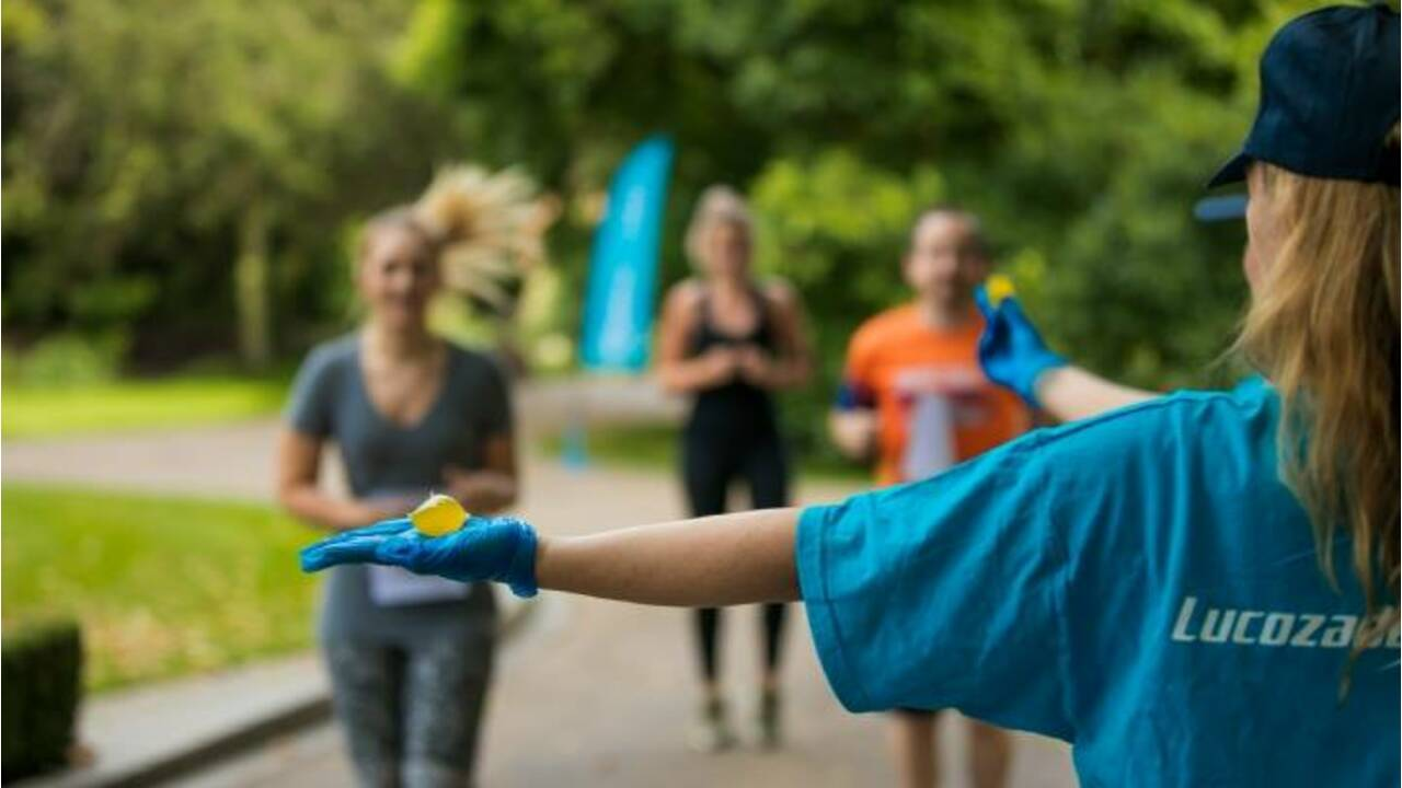 Pour limiter le plastique, le marathon de Londres remplace des bouteilles par des capsules d'eau