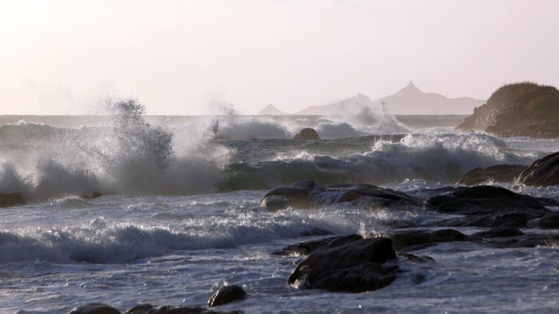 """Corse: décès d'une touriste allemande """"emportée par les vagues"""""""