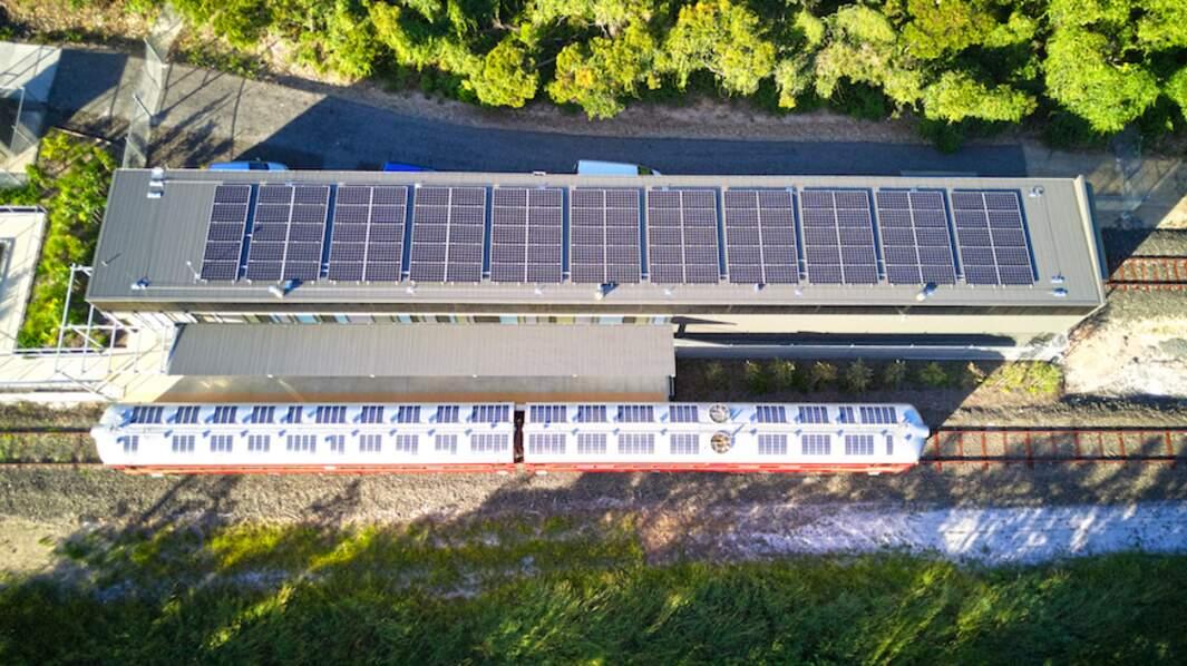Deux réseaux de panneaux solaires