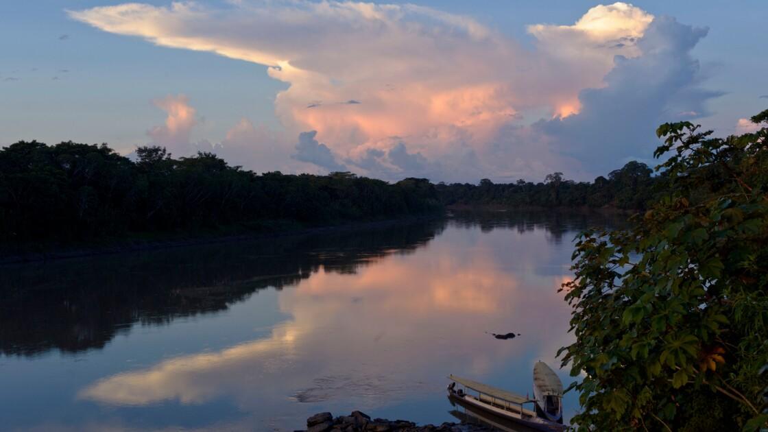 Victoire du géant Amazon contre le fleuve Amazone