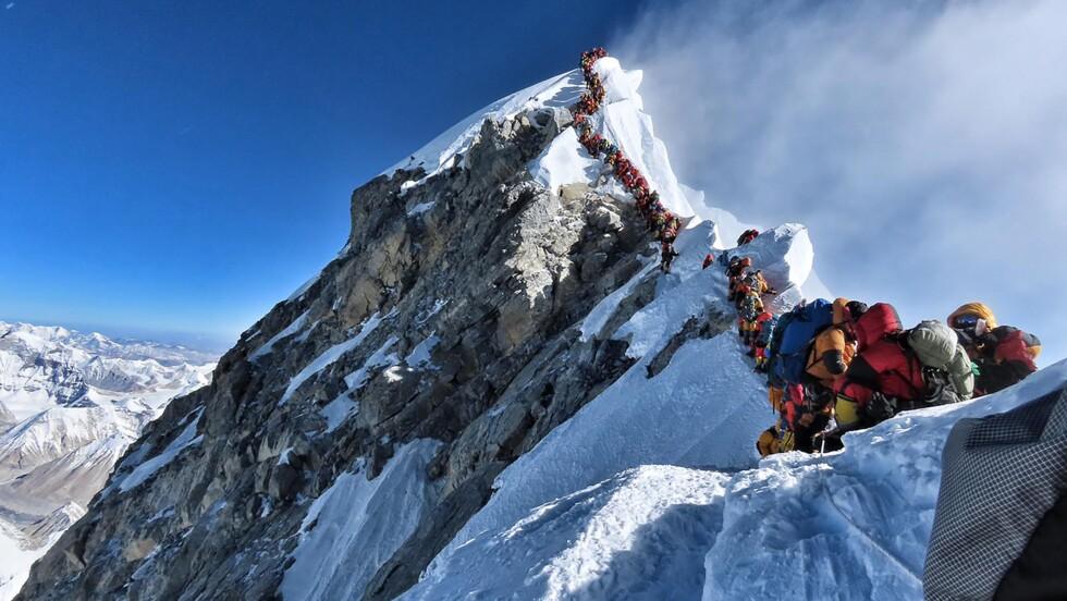 Everest : des alpinistes meurent sur le toit du monde à cause... des embouteillages
