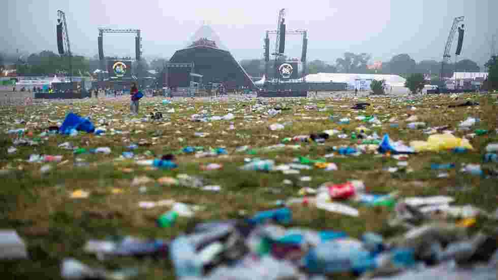 Face au désastre écologique post-festival, les bouteilles en plastique bannies de Glastonbury