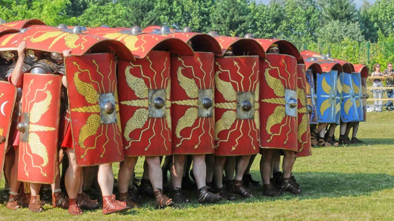 Tortue, tenaille, éperon… Les principales manœuvres des légionnaires romains