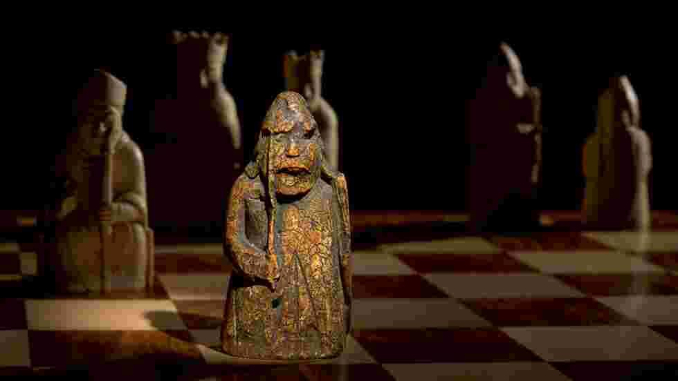 Une pièce disparue d'un célèbre jeu d'échecs refait surface 200 ans après au Royaume-Uni