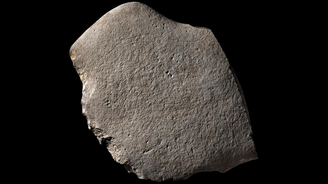 """Des fouilles révèlent des gravures """"exceptionnelles"""" vieilles de 14000 ans à Angoulême"""
