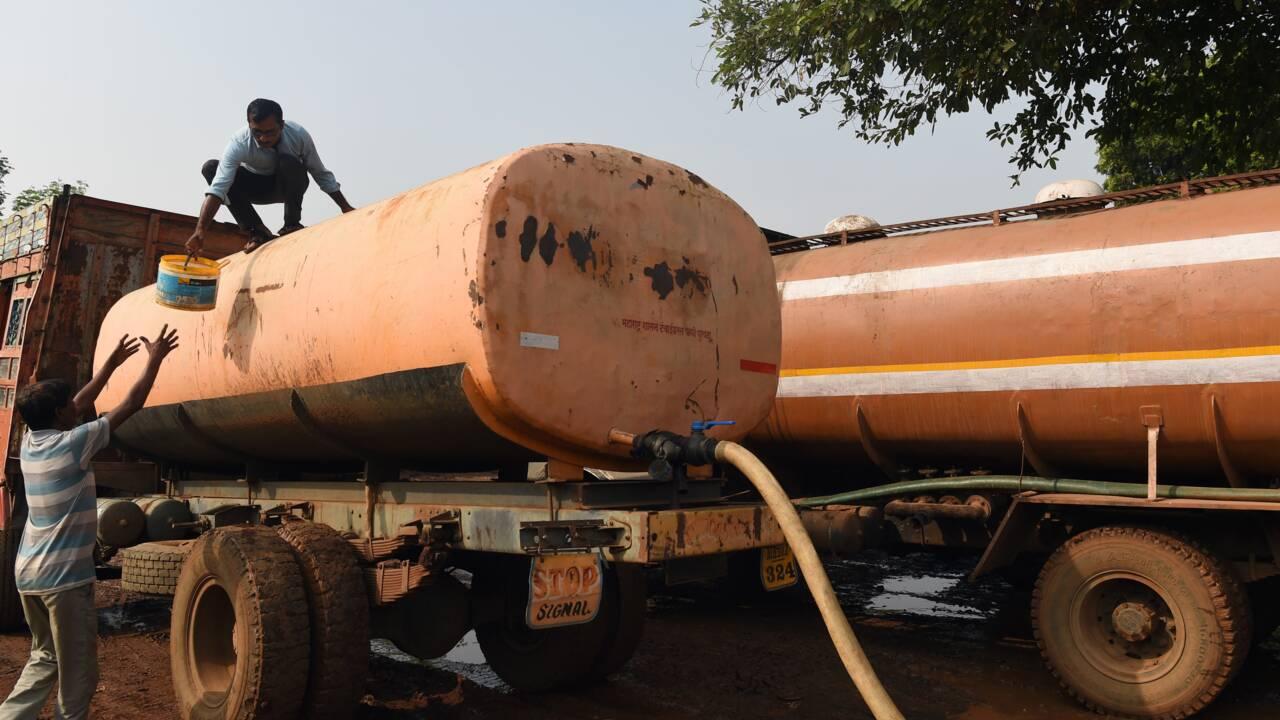 Dans la sécheresse d'Inde, le ballet des camions-citernes d'eau
