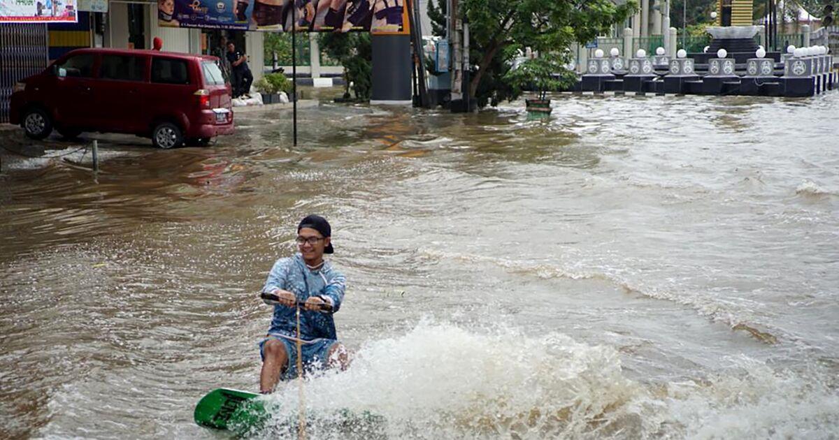 Indonésie: du wakeboard dans les rues pour protester contre les inondations