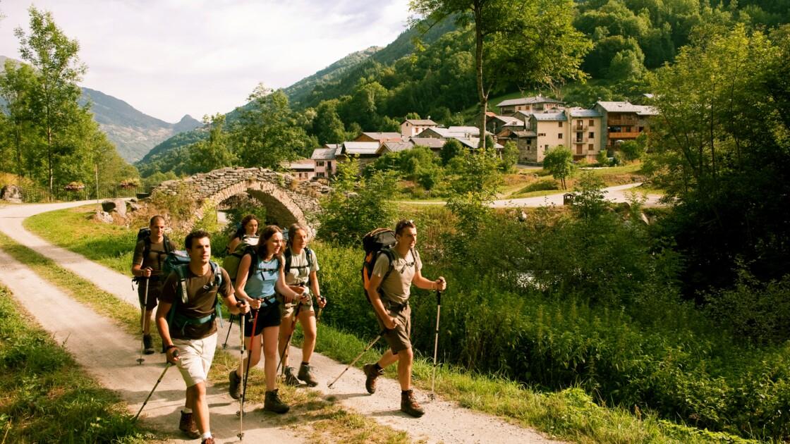 En Savoie, une randonnée sur les traces de la pierre magique