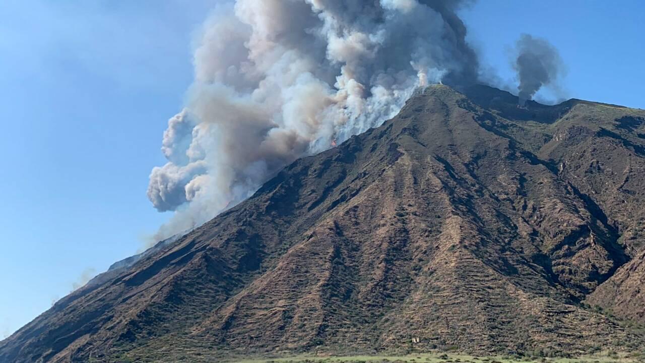 Après l'éruption du Stromboli, l'île se réveille sous les cendres