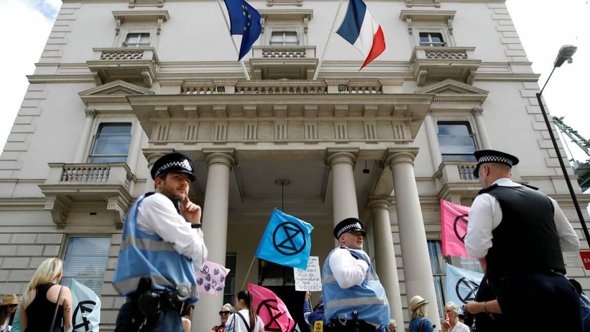 Rassemblement d'Extinction Rebellion à Paris, une semaine après une évacuation musclée