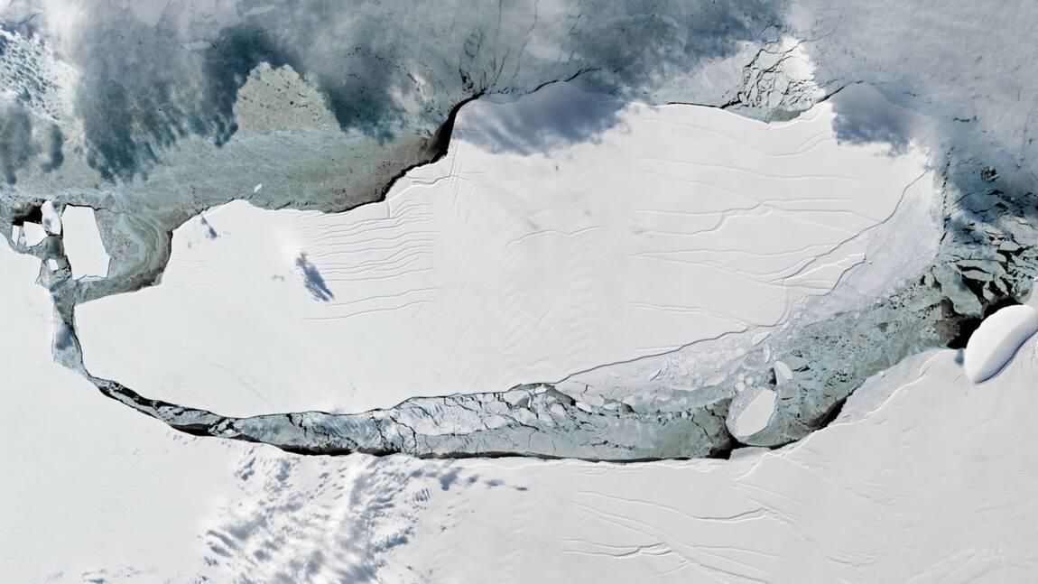 Le plus gros iceberg du monde se déplace au nord de l'Antarctique