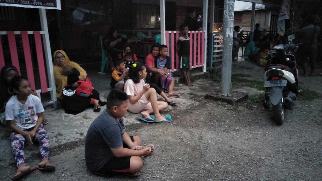 Indonésie: deux morts, des milliers de réfugiés après un violent séisme
