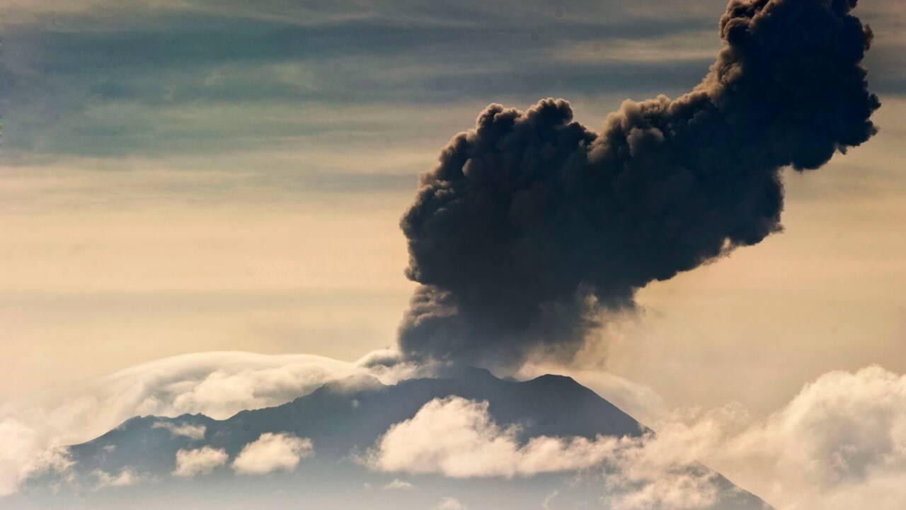 Pérou: éruption d'un volcan, des centaines d'évacuations