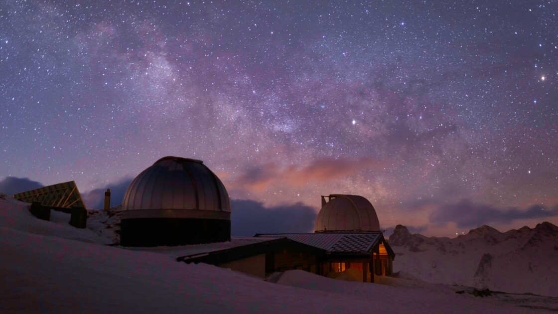 """Sous """"l'un des plus beaux ciels au monde"""", on a passé la nuit à l'Observatoire de Saint-Véran"""