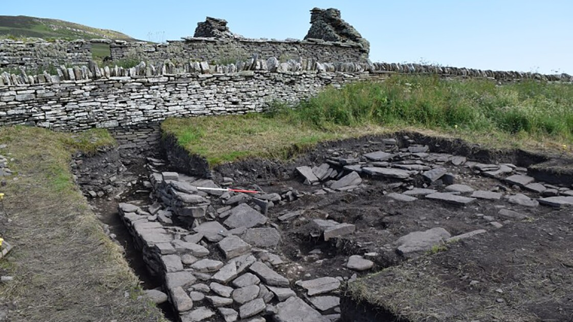 """Des archéologues découvrent une """"taverne"""" viking vieille de 1000 ans en Écosse"""