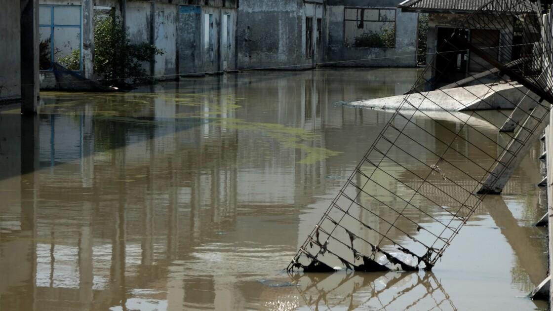 """Indonésie: bientôt """"ancienne"""" capitale, Jakarta s'enfonce sous les eaux"""