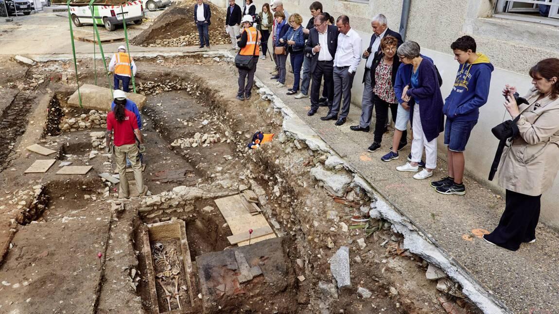Des fouilles révèlent un sarcophage mérovingien vieux de 1400 ans à Cahors