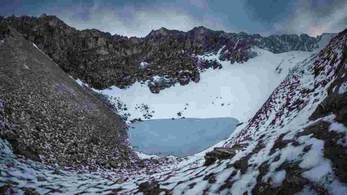 """Le mystère du """"lac des squelettes"""" continue d'intriguer dans l'Himalaya"""