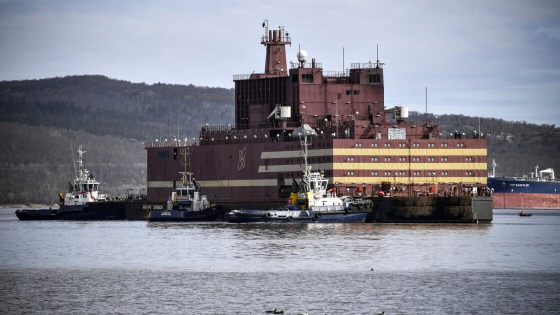 La première centrale nucléaire flottante en route à travers les eaux de l'Arctique