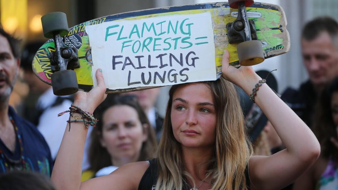 """Amazonie: des manifestations pour sauver """"le poumon en feu"""" de la planète"""