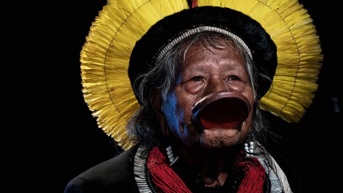 """Amazonie: le chef indien Raoni veut le départ de Bolsonaro """"le plus vite possible"""""""