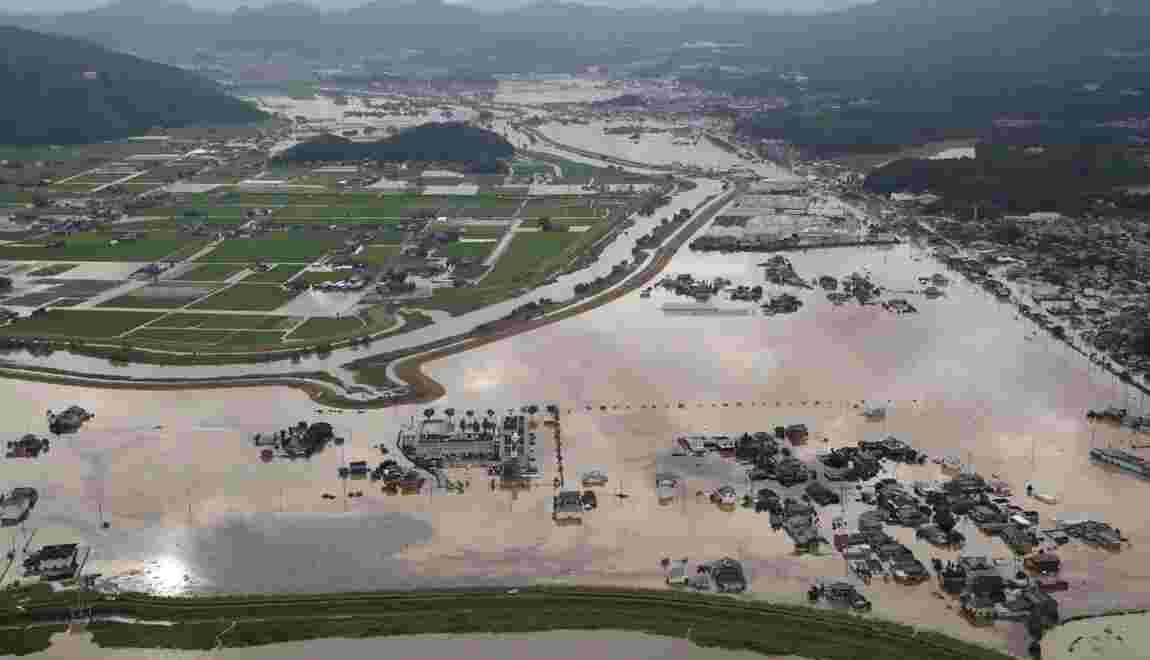 Inondations au Japon: le bilan porté à trois morts, ordres d'évacuation en baisse