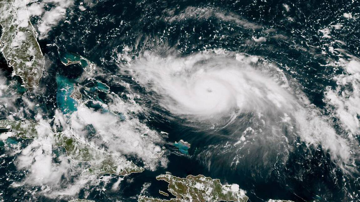 Comment les prévisionnistes surveillent l'ouragan Dorian