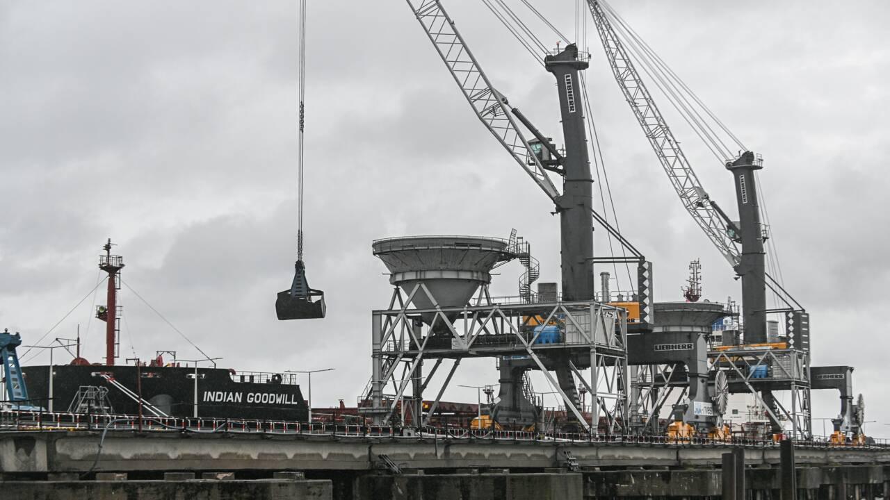 Pologne: Greenpeace bloque le déchargement de charbon dans le port de Gdansk