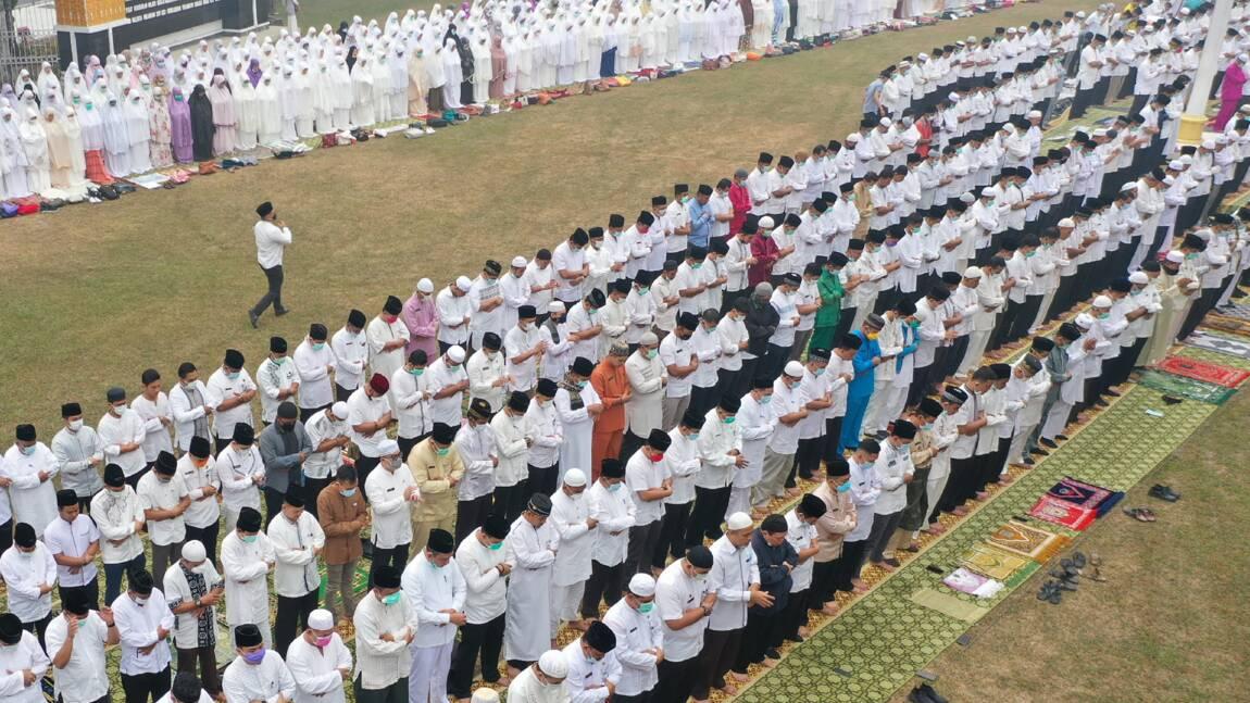 Suffoqués par les incendies, des Indonésiens prient pour faire venir la pluie