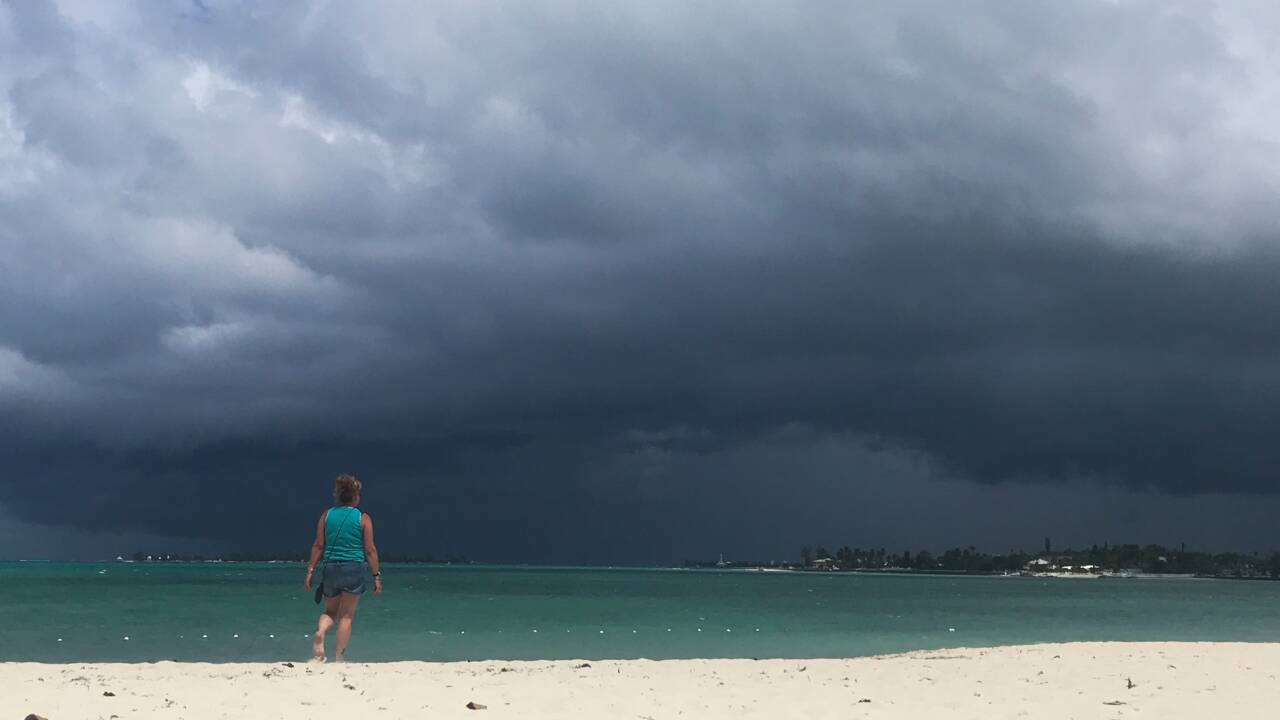 Avis de tempête tropicale aux Bahamas, meurtris par l'ouragan Dorian