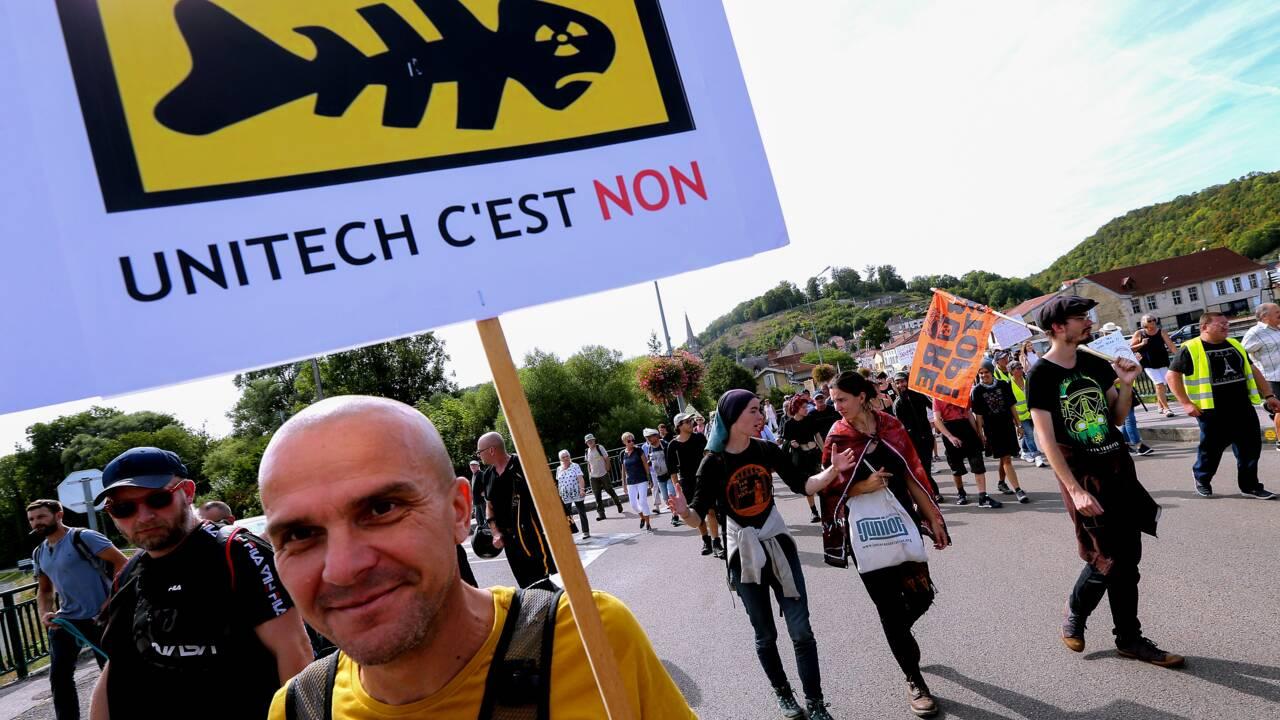 """Haute-Marne: un millier de manifestants contre une """"laverie nucléaire"""""""
