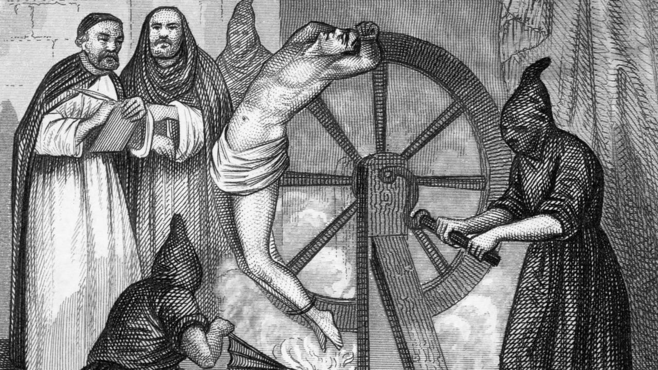 Le squelette d'un homme brisé par la roue de la torture mis au jour en Italie