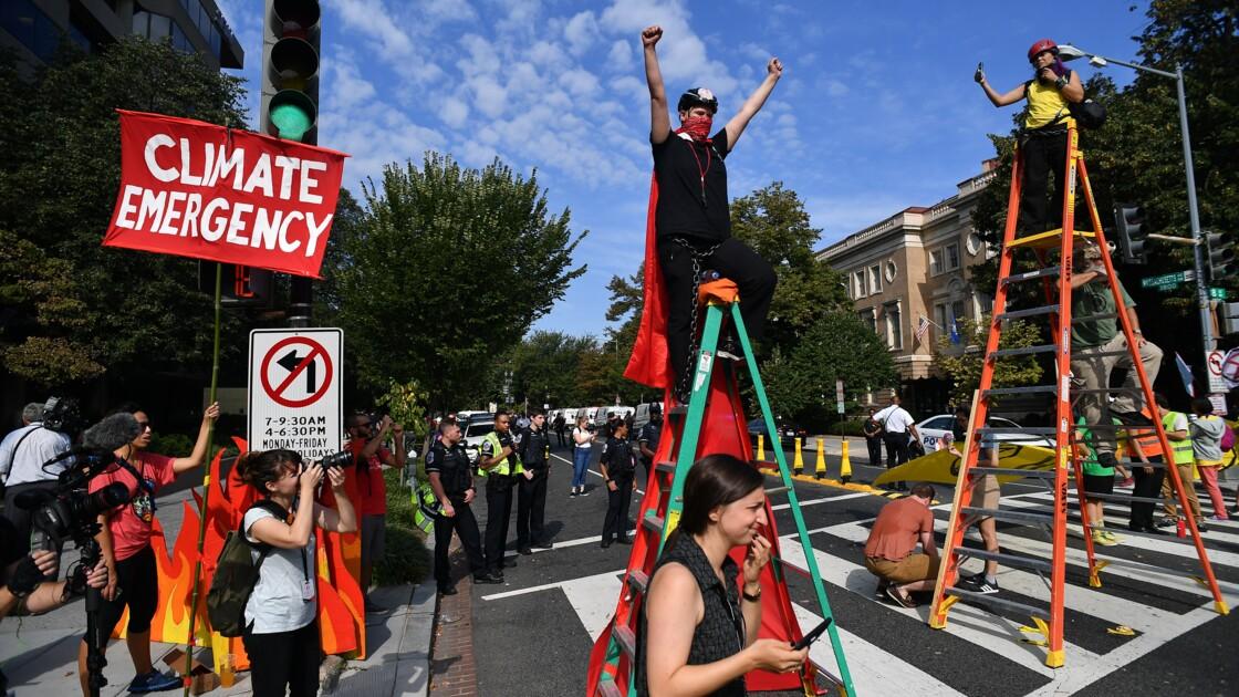 """Climat: des écologistes """"bloquent"""" Washington pour la planète"""