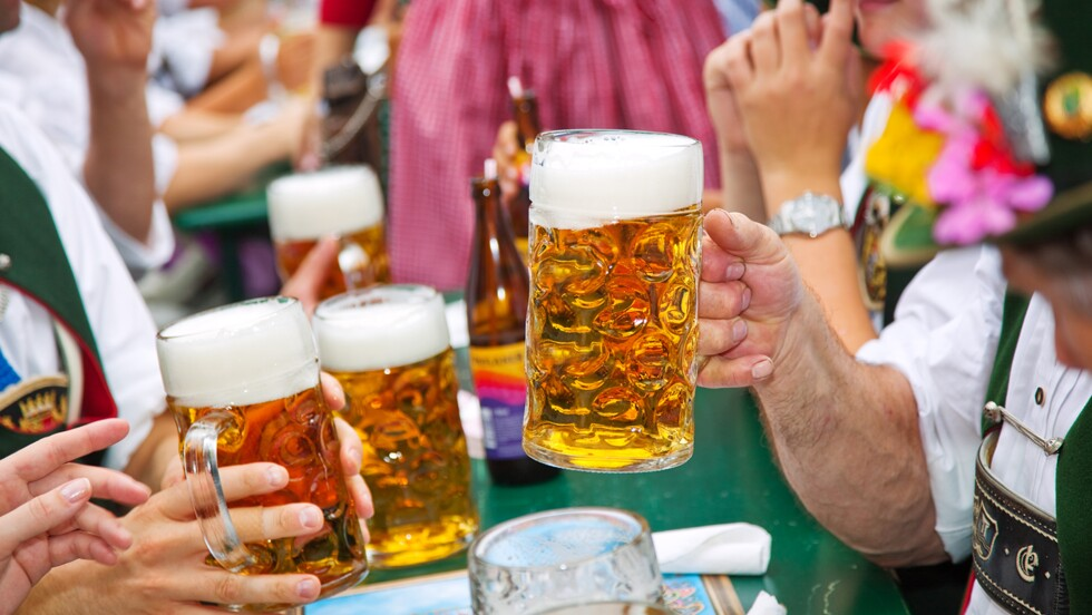 Le 186e Oktoberfest, la célèbre fête de la bière, a ouvert ses portes à Munich