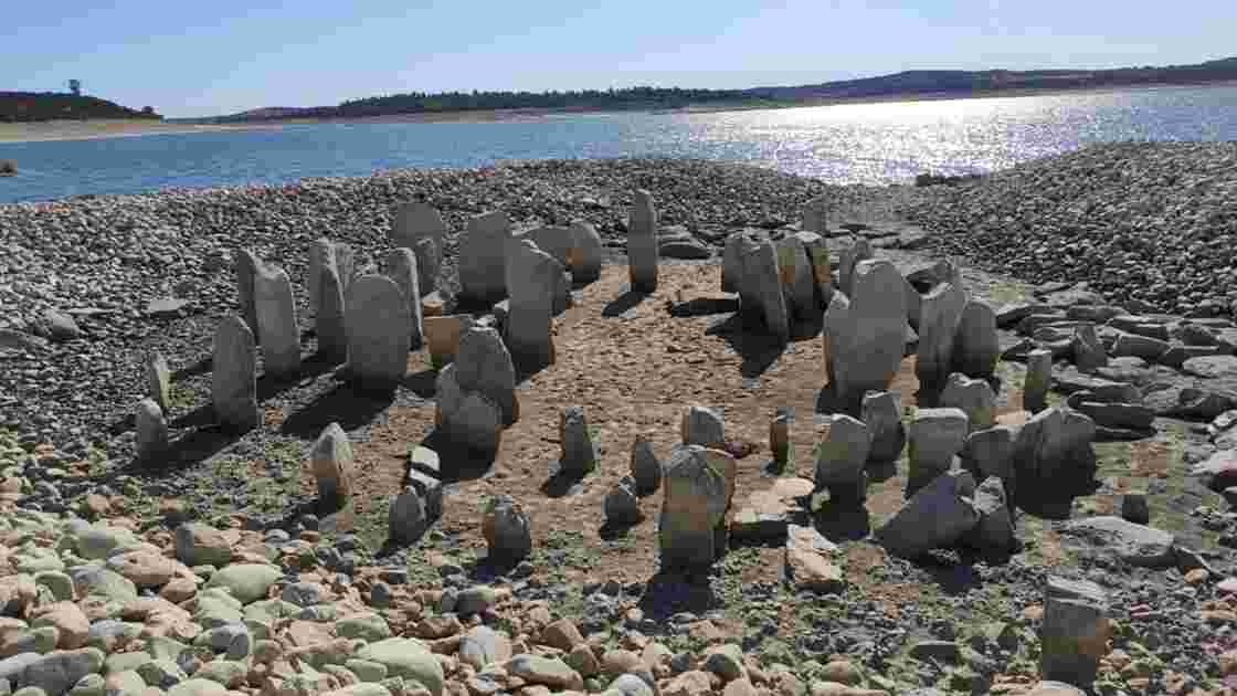 """Le """"Stonehenge espagnol"""" disparu depuis 50 ans refait surface à cause de la sécheresse"""