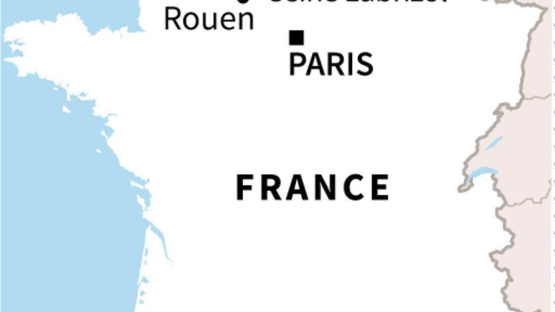 Incendie dans une usine Seveso à Rouen: les habitants de 12 communes invités à rester chez eux