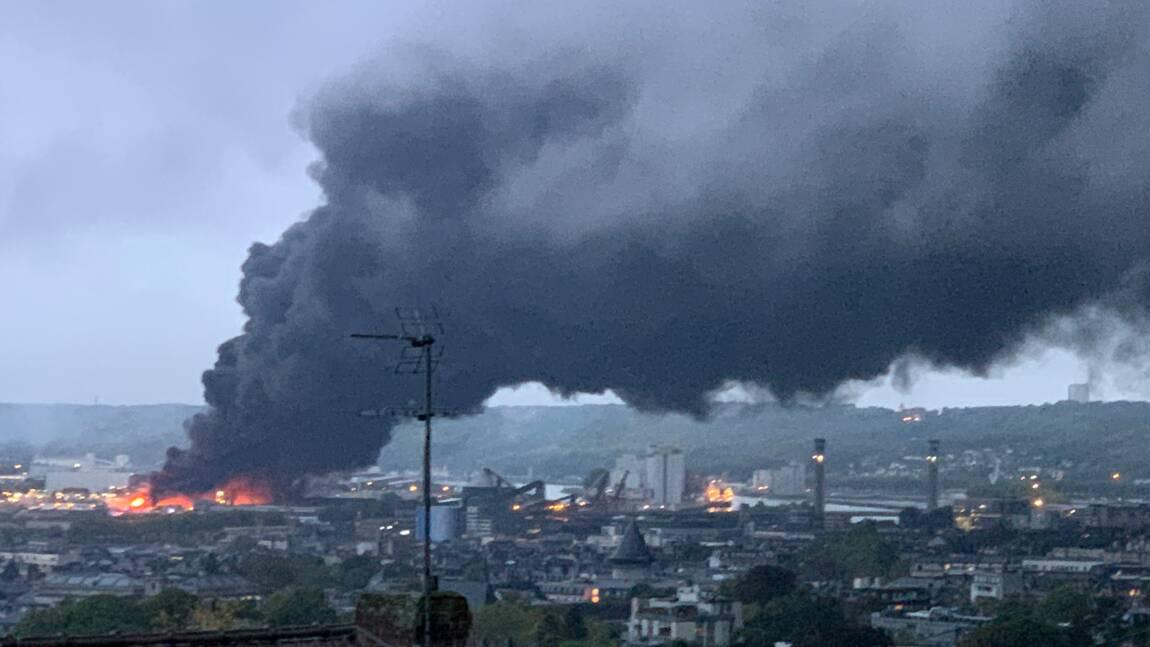 Ce que l'on sait une semaine après l'incendie de l'usine Lubrizol de Rouen